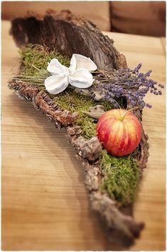 #Deko aus den Schätzen der #Herbst #Natur autumn / fall decoration. bark. lavender. apple. moss. Herbstdekoration. Wurzel. Lavendel. Apfel. Moos.