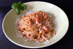 Spaghetti mit Flusskrebs-Sahne-Sauce         1 Zwiebel  1 Knoblauchzehe  10g Olivenöl  40g Tomatenmark  40g Krustentier-Paste  100g Wei...
