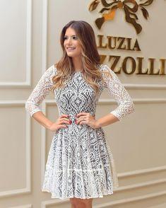 """""""Começando com vestido todo de renda aqui na @luziafazzolli ❤️❤️ Quase não amo né?! ❤️ Elegante, chique e super clássico."""""""