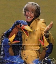 Rod Hull & Emu - back when it was popular for grown men to make a living from having their hand up the bum of a stupid stuffed animal! Rod Hull died falling of the roof of his house while fixing the TV aerial. 1970s Childhood, My Childhood Memories, Great Memories, 1980s Tv, 1970s Tv Shows, Rod Hull, Life In The 70s, 1970 Style, Uk Tv
