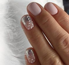 False nails have the advantage of offering a manicure worthy of the most advanced backstage and to hold longer than a simple nail polish. The problem is how to remove them without damaging your nails. Bridal Nails, Wedding Nails, Stylish Nails, Trendy Nails, Toe Nails, Pink Nails, Nail Design Glitter, Manicure E Pedicure, Nail Decorations