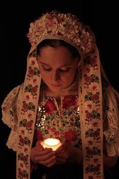 Slovak-folk-costumes: the wedding ceremony of turning the maiden into a woman, Slovensko/SLOVAKIA