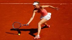 Scharapowa verpasst Finale in Madrid  Die Weltranglisten-Dritte Maria Scharapowa (28) hat beim WTA-Turnier in Madrid den Einzug in das Endspiel verpasst. Die 28-Jährige verlor am Freitag überraschend das russische Tennis-Duell mit Swetlana Kusnezowa nach 90 Minuten 2:6, 4:6. Im Finale trifft die zweimalige Grand-Slam-Turniersiegerin Kusnezowa auf die an Nummer eins gesetzte Serena Williams aus den USA oder die tschechische Wimbledonsiegerin Petra Kvitova. Die deutschen Spielerinnen Andrea…
