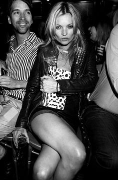 I don't know how to exactly pinpoint my obsession with Kate Moss but what I do know is that she is one of the Greatest Fashion icons and Mod. Moss Fashion, Kate Moss Style, Queen Kate, Mischa Barton, Look At The Moon, Joan Jett, Monochrome Photography, Urban Photography, Nicole Richie
