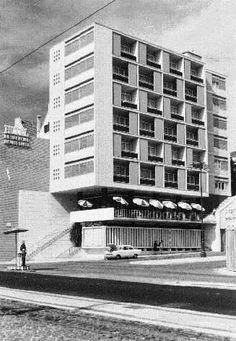Hotel Infante Santo, Avenida Infante Santo n.º 1 (foto 1958) - Arqt.º Alberto Pessoa (p. 1955/1957).