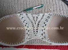 By Mariza Crochet Designer: Cropped Crochet c PAP Gilet Crochet, Crochet Bra, Mode Crochet, Crochet Bikini Pattern, Crochet Halter Tops, Crochet Shirt, Crochet Crop Top, Crochet Woman, Crochet Clothes