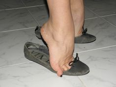 White Ballet Flats, Foot Pics, Barefoot Girls, Cute Flats, Feet Soles, Gorgeous Feet, Sexy Toes, Ballerina Shoes, Female Feet