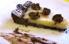 Crostata al cacao con budino alla vaniglia e riccioli di nutella