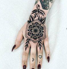 Black Tattoos, Small Tattoos, Cool Tattoos, Sexy Tattoos, Tattos, Piercing Tattoo, Arm Tattoo, Sleeve Tattoos, Tattoo Rosa Na Mao