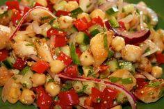 Bogata w białko i witaminy sałatka doskonała jako lunch do pracy. Appetizer Salads, Appetizers, Kung Pao Chicken, Fruit Salad, Pasta Salad, Pesto, Quinoa, Potato Salad, Healthy Recipes