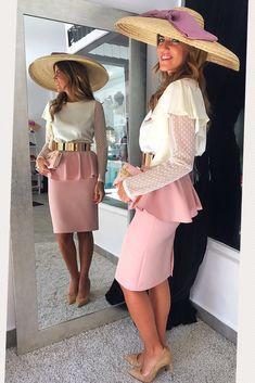 Un look muy romántico!! #faldafedua#rosa#blusa#invitadaperfecta#pamela#fashion#elegant#romantic#mode#mada#cinturon#style# Classy Outfits For Women, Unique Outfits, Cool Outfits, Clothes For Women, Modest Fashion, Girl Fashion, Fashion Dresses, Tea Party Outfits, Dress Outfits