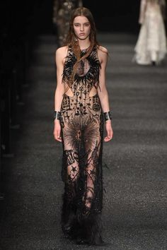 See the complete Alexander McQueen Fall 2017 Ready-to-Wear collection. Mandana Wright