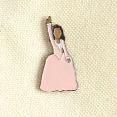 Inspired by the Broadway musical Hamilton, these Schuyler Sisters pins show everyone you're looking for a mind at work. Featuring Angelica, Eliza, and Peggy! Hamilton Angelica, Hamilton Schuyler Sisters, Hamilton Gifts, Hamilton Musical, And Peggy, Dear Evan Hansen, Pin And Patches, Cute Pins, Enamel