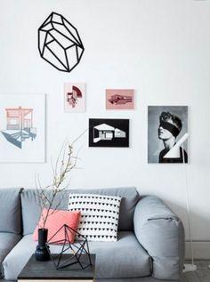 MISTURA DE ESTILOS | esta é uma inspiração para quem deseja misturar estilos de arte: foto, tela e adesivo em uma mesma parede.  #Inspire-se #ArtenaDecoração  #TecnisaDecor #Tecnisa Foto: DiyShowOff