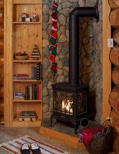 Nice 32 Cozy Fireplace Christmas Decoration Ideas in Corner. More at https://trendecor.co/2017/12/09/32-cozy-fireplace-christmas-decoration-ideas-corner/