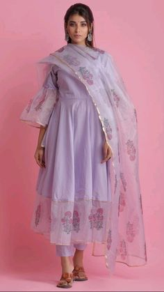Dress Indian Style, Indian Fashion Dresses, Indian Designer Outfits, Indian Outfits, Frock Fashion, Fashion Outfits, Fashion 2018, Boho Fashion, Fashion Ideas