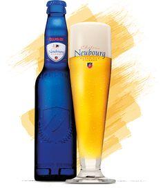 Gulpener Château Neubourg - Dit is wat wij in het zuiden chique bier noemen. Gulpener Château Neubourg heeft een edele bitterheid. Een superieur Pilsner met karakter, naar grote hoogte getild door een geraffineerde combinatie van fijne kruiden en zuren, bloesem- en fruittonen en een aromatische gerststructuur. En bovendien gebotteld in een prachtige, stijlvolle fles. Château Neubourg is bekroond met een European Beer Star Award en behoort daarmee tot de top drie van de wereld. Een bier om…