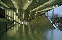 Casa da Música, no Porto, com projecto do arquitecto  Rem Koolhaas, em fotografia analógica com uma Canon EOS 3000 e película a cores