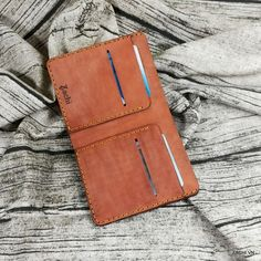 Men's mini leather wallet handmade According to the new trend of modern wallets are made more compact but no less convenient. Minimalist Leather Wallet, Slim Leather Wallet, Handmade Leather Wallet, Slim Wallet, Long Wallet, Distressed Leather, Cow Leather, Real Leather, Modern Wallet