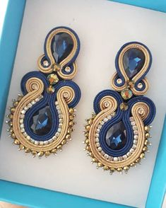 Elegant blue and beige soutache earring Jewelry Design Earrings, Boho Jewelry, Jewelery, Fashion Jewelry, Soutache Necklace, Beaded Earrings, Ribbon Jewelry, Fashion Sewing, Fashion Moda