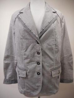 Ongevoerd blauw/wit gestreept jasje van GELCO, maat 44.  Alle items zijn nieuw of niet van nieuw te onderscheiden, tenzij anders aangegeven. De kleding kan in de winkel worden gepast. Bij vragen mail gerust. Op biedingen wordt niet gereageerd.  Vaste prijs € 25,- ruilen/retour niet mogelijk.