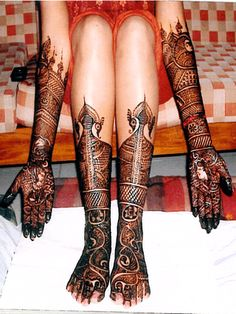 Bridal Foot Mehndi designs - Latest Wedding mehndi Designs 2011 - Design is amazing but it looks like black death henna