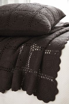 Chocolat Bed Cover -- chocolate crochet...really a great idea.  Still shows the texture but I like the hue!                                                                                                                                                      Mais