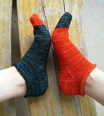 Easy, roll-top ankle socks perfect for summer knitting and wearing. These socks . Knitted Socks Free Pattern, Crochet Socks, Knitted Slippers, Knitting Patterns Free, Free Knitting, Knitting Socks, Knit Crochet, Crochet Patterns, Knit Socks