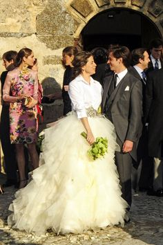 Wedding in Segovia.. love the white blouse with the skirt.... and the corsage                                                                                                                                                                                 Mais