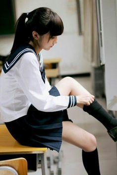 Fashion, wallpapers, quotes, celebrities and so much School Girl Japan, School Girl Outfit, School Uniform Girls, Girls Uniforms, Japan Girl, Cute Asian Girls, Beautiful Asian Girls, Cute Girls, High School Fashion