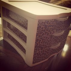 DIY MAKEUP ORGANIZER This is perfect bc I already have this storage bin. LOVE