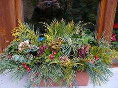 Zimní truhlík Christmas Wreaths, Holiday Decor, Winter, Floral, Garden, Plants, Ideas, Home Decor, Art