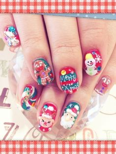 I absolutely love this! Do you want to find more cute nail designs and tutorials? Go to  nail-tutorials.com