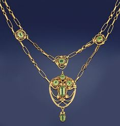 AN ARTS AND CRAFTS GOLD AND PERIDOT NECKLACE, BY THALIA HOW   The central openwork foliate panel set with circular and rectangular peridots to a pear shaped peridot drop and rectangular peridot surmount in heart shaped foliate surround, to oval and foliate link twin row swags and matching neckchain with rectangular peridot sapcers, each in foliate mount, circa 1900