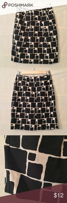 """Banana Republic black cream pleated a-line skirt VGUC. No rips, tears, or holes. One small very faint (maybe BBQ sauce?) stain on front. Banana Republic a-line skirt with pleats at hips in a black and cream geometric pattern. Front slash pockets. Fully lined. No waistband style. 69% cotton, 31% silk. 100% acetate lining. Measurements (flat): waist 13"""", hip 17"""", length 19"""". 6"""" invisible zipper in center back with hook-and-eye closure. Style 308804. Dry clean. No trades, please! Banana…"""