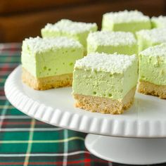 Marshmallow Cookie Bars - in any flavour you like Marshmallow Cookie Bars. Easy to make in any flavour you like. The shortbread cookie bottom gets topped by a homemade marshmallow layer made from your favourite flavour of Jello! Baking Recipes, Cookie Recipes, Dessert Recipes, Jello Recipes, Baking Desserts, Pudding Recipes, Candy Recipes, Brownie Recipes, Baking Ideas
