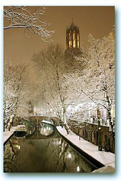 Utrecht, oude Gracht, Domtoren in de winter