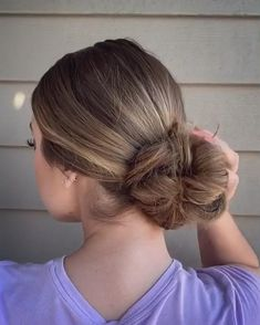 A simple and quick way to put your hair in a cute messy low bun for on the go! Low Bun Hairstyles, Easy Hairstyles For Long Hair, Hairstyles For Going Out, Natural Hairstyles, Oily Hair Hairstyles, Active Hairstyles, Church Hairstyles, Wedding Hairstyles, Beach Hairstyles