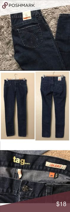 """Tag Jeans Skinny Jeans Pre-owned excellent condition. Irregular leg length which left leg is 1/2"""" longer the the right. But easy fix which you can cut and hem to your length desire .  Stretch Low Rise 5 pocket Denim Jeans.  Waist-28"""" Left leg length-41.5"""" Right leg length-41"""" Tag Jeans Skinny"""