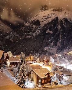 This video will get you into the Christmas spirit ☃️❄️ – Beste Winterbilder Merry Christmas Gif, Christmas Scenery, Winter Scenery, Cozy Christmas, Christmas Music, Christmas Images, Beautiful Christmas, Vintage Christmas, Christmas Videos