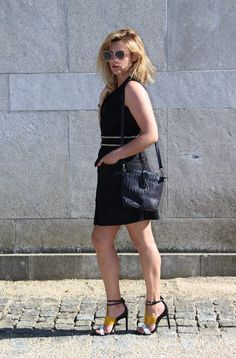 Coco and Jeans: Outfit : The Black Dress