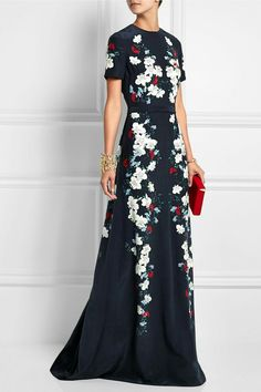 Multicolored silk-crepe Concealed hook and zip fastening at back silk Dry clean Designer color: Ink Blue/ Ecru Elegant Dresses, Pretty Dresses, Floral Dresses, Beautiful Gowns, Beautiful Outfits, Looks Street Style, Silk Crepe, Silk Chiffon, Chiffon Dress