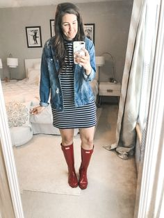 Rainy season is here, making it hard to figure out what to wear. I have put together 10 simple and easy rainy day outfits with your rain boots. Rainy Outfit, Rainy Day Outfit For Spring, Cute Rainy Day Outfits, Rainy Day Fashion, Outfit Of The Day, Outfit Winter, Spring Fashion, Summer Rain Outfits, Summer Outfits For Moms