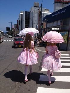 They're so pink! Harajuku Fashion, Japan Fashion, Kawaii Fashion, Lolita Fashion, Cute Fashion, Pastel Fashion, Rock Fashion, Emo Fashion, Fashion Dresses