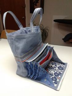 Best 11 sewing and designing fabric bags - 25 upcycling ideas .- Best 11 Stoffbeutel nähen und gestalten- 25 Upcycling Ideen mit praktischer Anl… Best 11 sewing and designing fabric bags – 25 upcycling ideas with practical … - Denim Tote Bags, Denim Purse, Craft Bags, Recycled Denim, Bag Patterns To Sew, Fabric Bags, Handmade Bags, Handmade Handbags, Purses And Bags