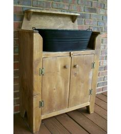 Primitive Wash Stand/Dry Sink —could even make a good changing table for baby Primitive Furniture, Country Furniture, Country Decor, Rustic Decor, Diy Furniture, Bathroom Furniture, Furniture Movers, Country Charm, Bathroom Vanities