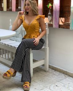 BLUSA $$ 89.000 PANTALÓN 139.000 PLATAFORMA $$ 149.000 Información sólo x el WhatsApp 3104378541 Girl Fashion, Fashion Dresses, Fashion Looks, Womens Fashion, Casual Wear, Casual Outfits, Smart Casual Women, Sewing Blouses, Office Outfits