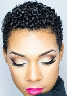 Gorgeous hair and make-up! Don`t know if i`d be able to pull off the hair though. My Hairstyle, Cool Hairstyles, Hair Afro, Teeny Weeny Afro, Curly Hair Styles, Natural Hair Styles, Twisted Hair, Pelo Afro, Natural Hair Inspiration