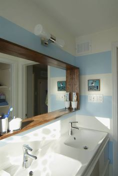 Blue and white always works well in a bathroom environment as this stylish example proves!