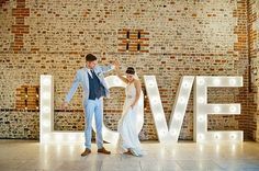 Jenny Packham Barn Wedding // Photography by Anna Rosell Wedding Letters, Gold Wedding Theme, Wedding Blog, Wedding Venues, Dream Wedding, Wedding Ideas, Blue Wedding, Wedding Colors, Wedding Reception